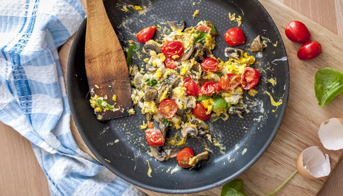 Mushrooms and spinach scrambled eggs