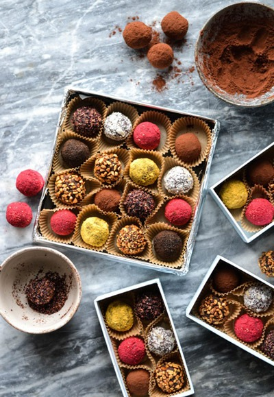 Date Truffles Edible Christmas gifts ideas! - 7 Last-minute Edible Christmas Gift Ideas - My Food & Happiness