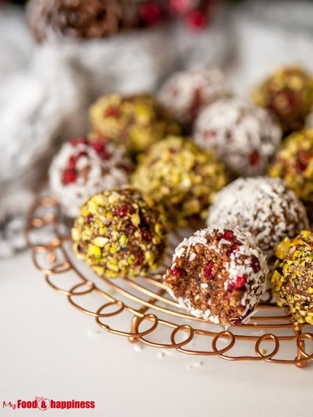 Edible Christmas gift ideas - No bake Ginger and cinnamon bliss balls - 7 Last-minute Edible Christmas Gift Ideas - My Food & Happiness