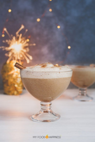 Super creamy and fluffy vegan eggnog with aquafaba! Enjoy the delicious Christmas drink even if you are vegan!