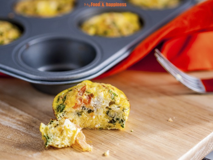 Spinach Egg muffins recipe with tomatoes, feta and spinach