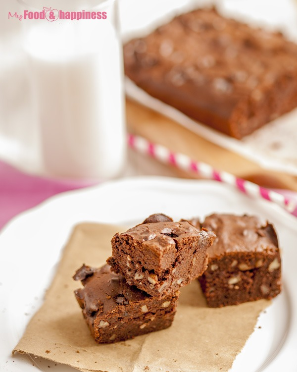 Gluten-free walnut brownies with quinoa flour, sugar-free brownie