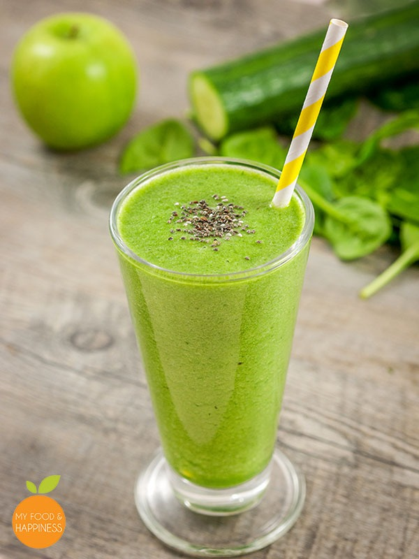 Fresh 3 ingredient low-sugar green smoothie: Cucumber, Spinach & Apple or Kiwi.