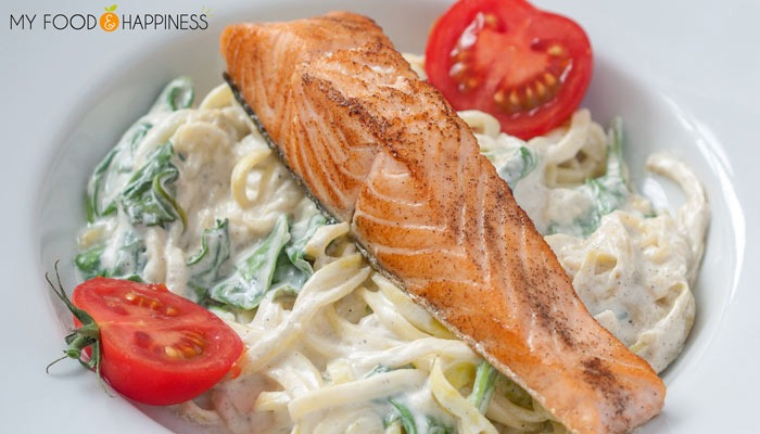 15 min. Creamy Spinach Courgetti with Salmon